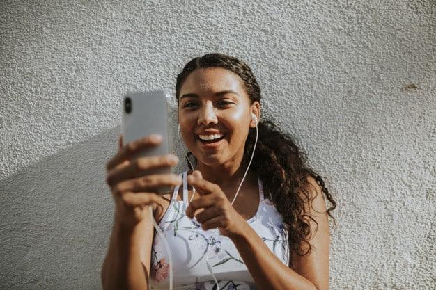 O conteúdo do YouTube atinge mais adultos durante o horário nobre da TV do que qualquer outra rede de televisão