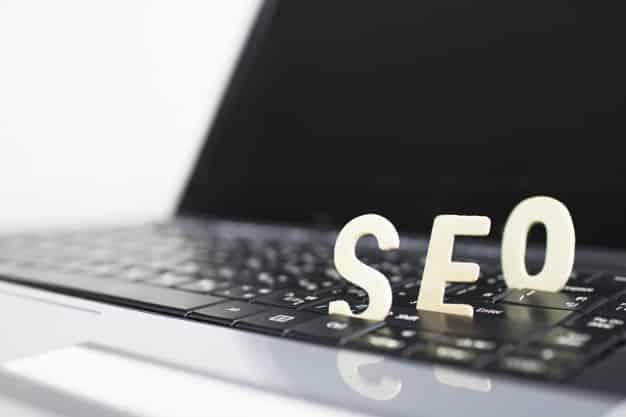 De um modo geral, os sites podem ver resultados entre 4 e 6 meses.