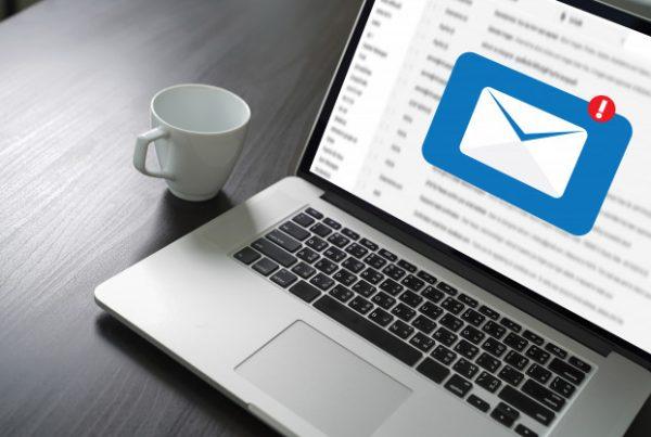 Por que não comprar a sua lista de e-mails