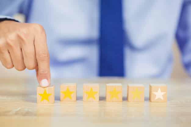 A melhor maneira de melhorar a experiência do cliente com a sua marca é contratando uma equipe profissional