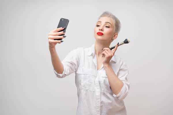 Entenda como funciona o marketing digital para maquiadores